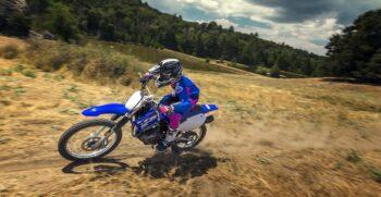 2018-yamaha-tt-r125lw-e-eu-racing-blue-action-004