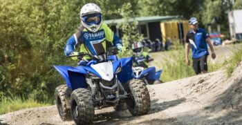 2019-yamaha-yfz50-eu-racing-blue-action-010